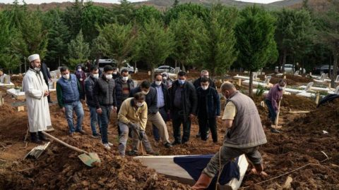 Reuters'tan Türkiye analizi: İstanbul'da ölümler iki katına çıktı
