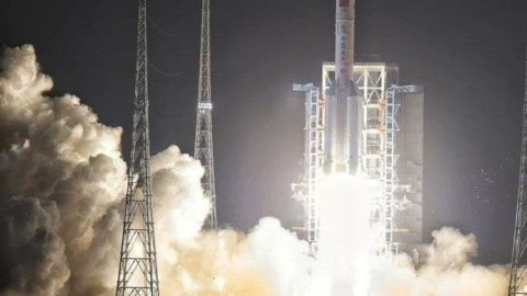 Chang'e 5 uzay aracı Dünya'ya döndü
