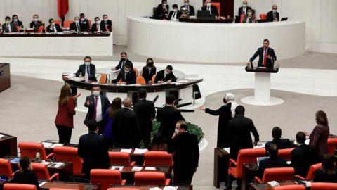 TBMM'de 'namussuz' tartışması! AKP'li vekile ceza verildi