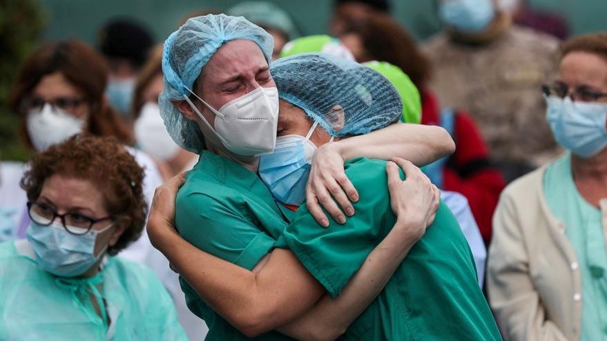 Bilim dünyası korku içinde: Pfizer'ın Covid-19 aşısı olan sağlık çalışanı 10 dakikada fenalaştı