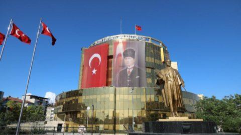 Aydın Büyükşehir Belediyesi kepenk indiren kiracısından kira almayacak