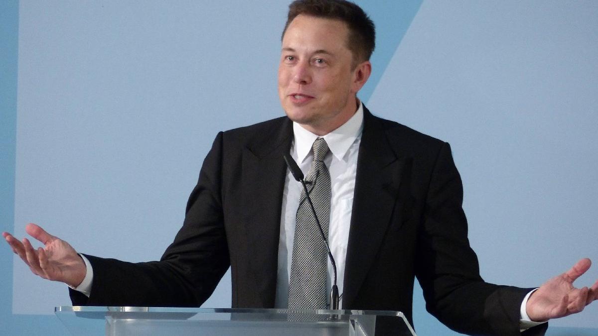Musk: Tesla'yı Apple'a satmaya çalıştım