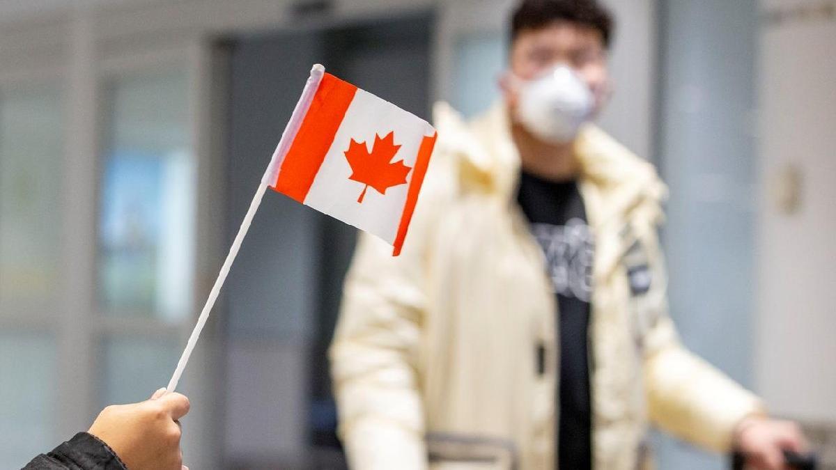 Kanada, İngiltere'ye uçuş yasağını uzattı