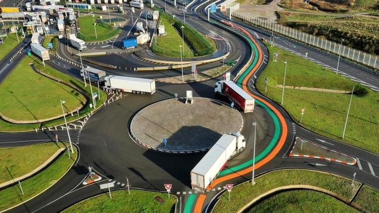 İngiltere sınırında bekleyen şoförlerin corona testi pozitif çıktı