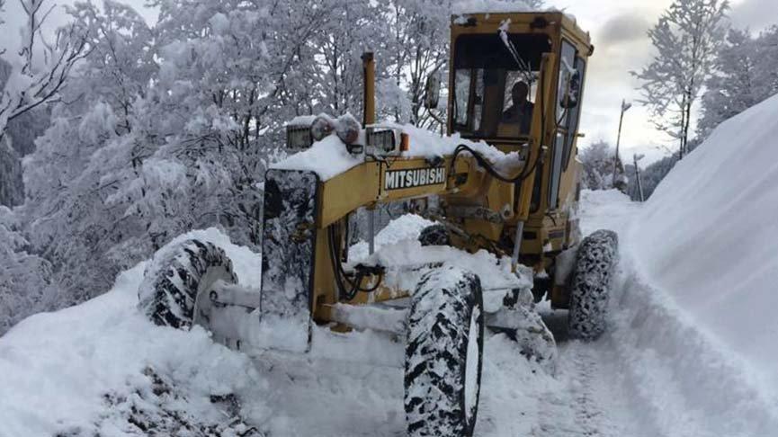 Karadeniz'de kardan kapanan yollar açılıyor