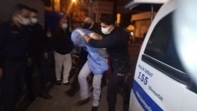 İzmir'de polise döner bıçaklı saldırı