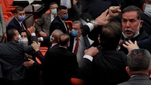 TBMM'de kavga, ortalık karıştı! AKP'li Alpay Özalan: Hadi lan, terbiyesiz