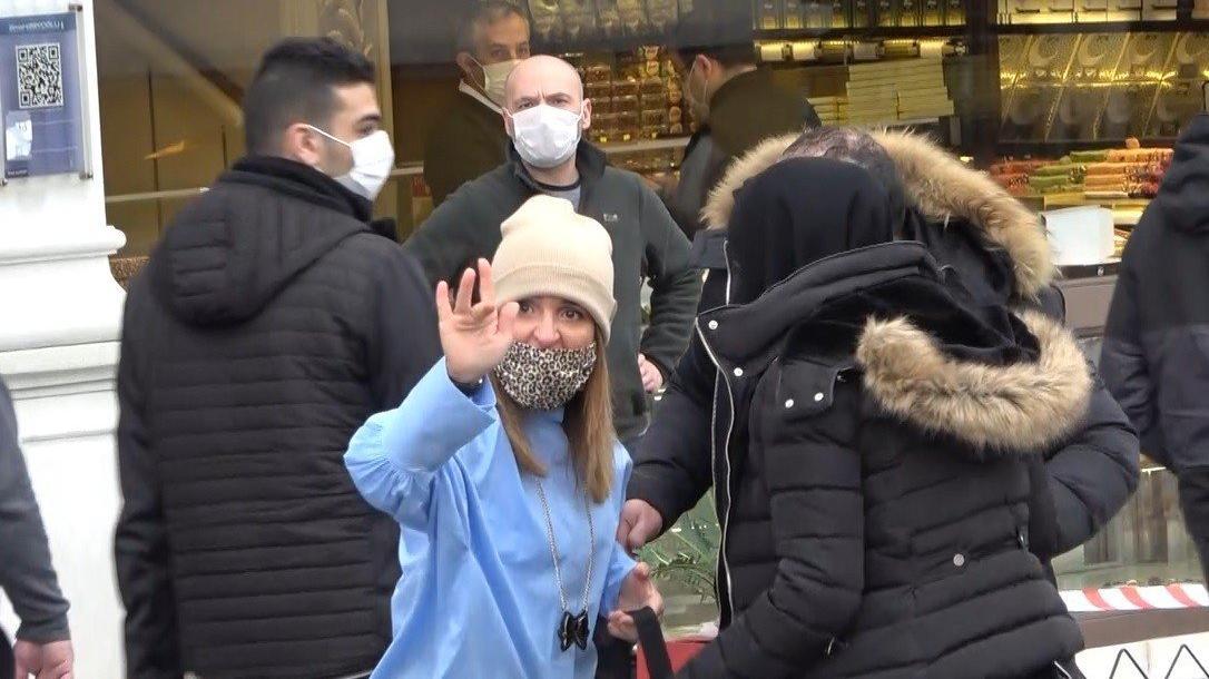 Taksim'de kadın turist gazeteciye saldırdı