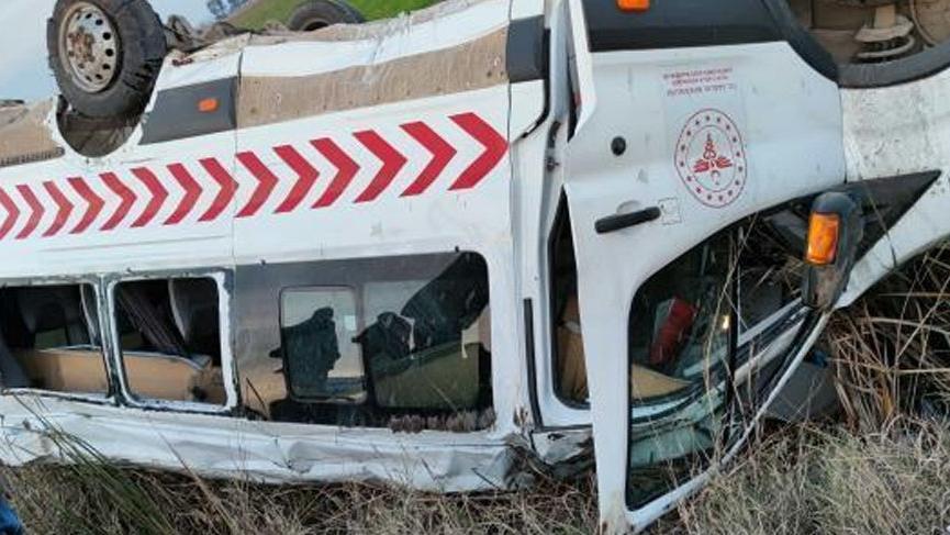Sağlık personelini taşıyan araç kaza yaptı: 1 kişi hayatını kaybetti, 1'i ağır 12 yaralı
