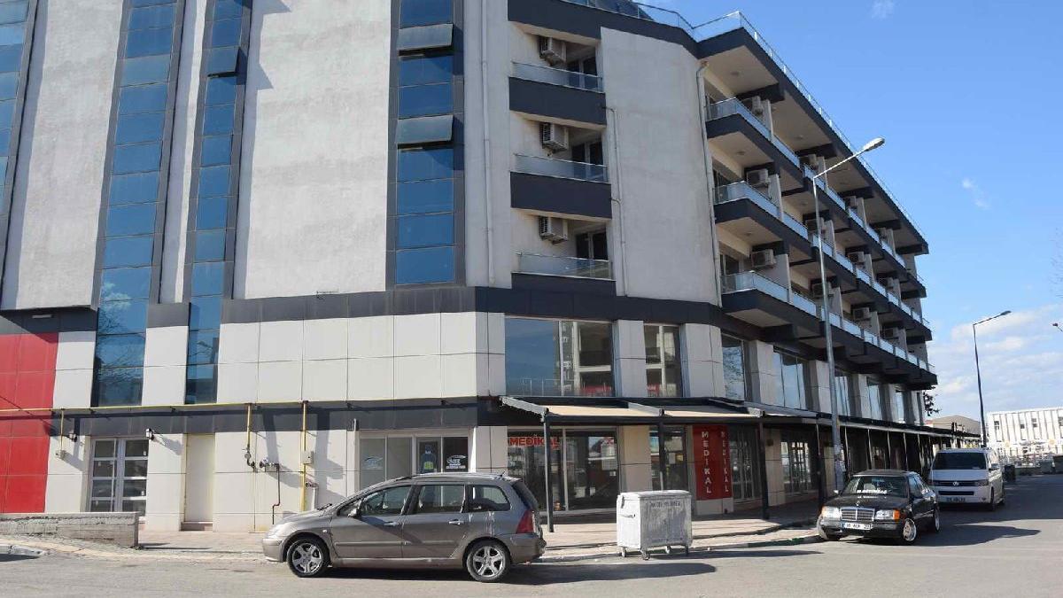 AKP'li belediyenin 5,5 milyon liraya inşa ettiği otel çürüyor