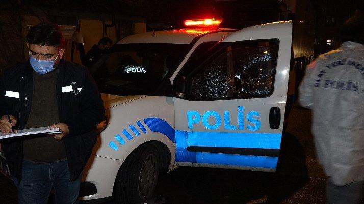 Kısıtlamayı ihlal cezası yazan polislere saldırdılar