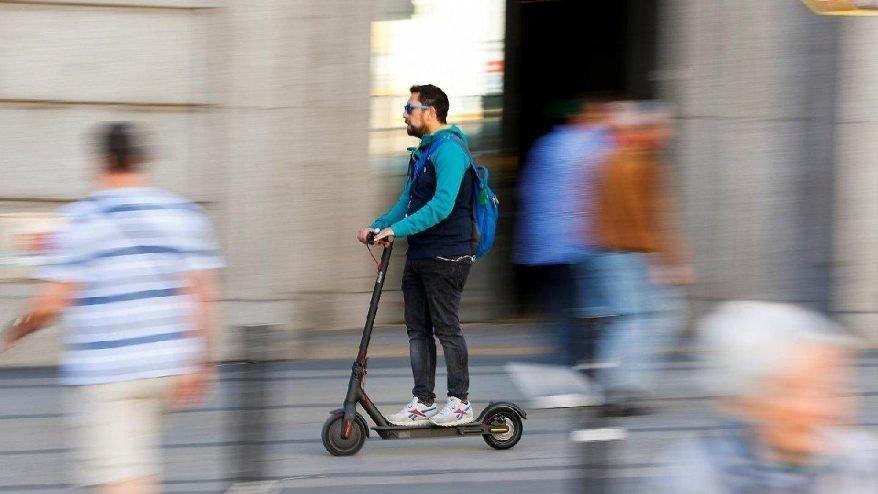 e-scooter'a iki kişi binen ceza ödeyecek