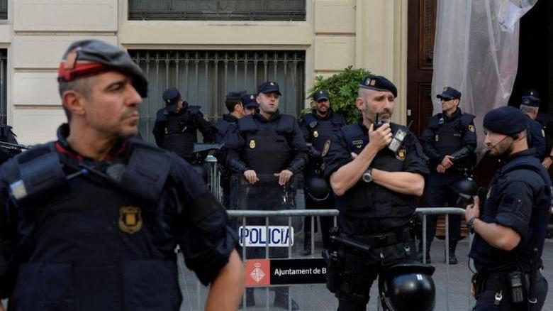 İspanya'da polis yasa dışı yılbaşı partileri için flört sitelerine üye oluyor