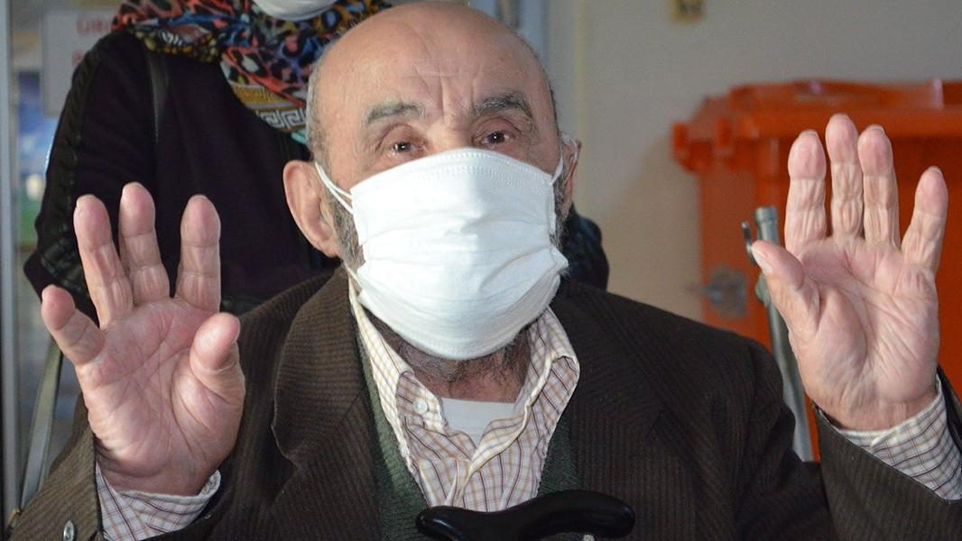 Kronik hastalıkları olmasına rağmen 90 yaşında coronayı yendi