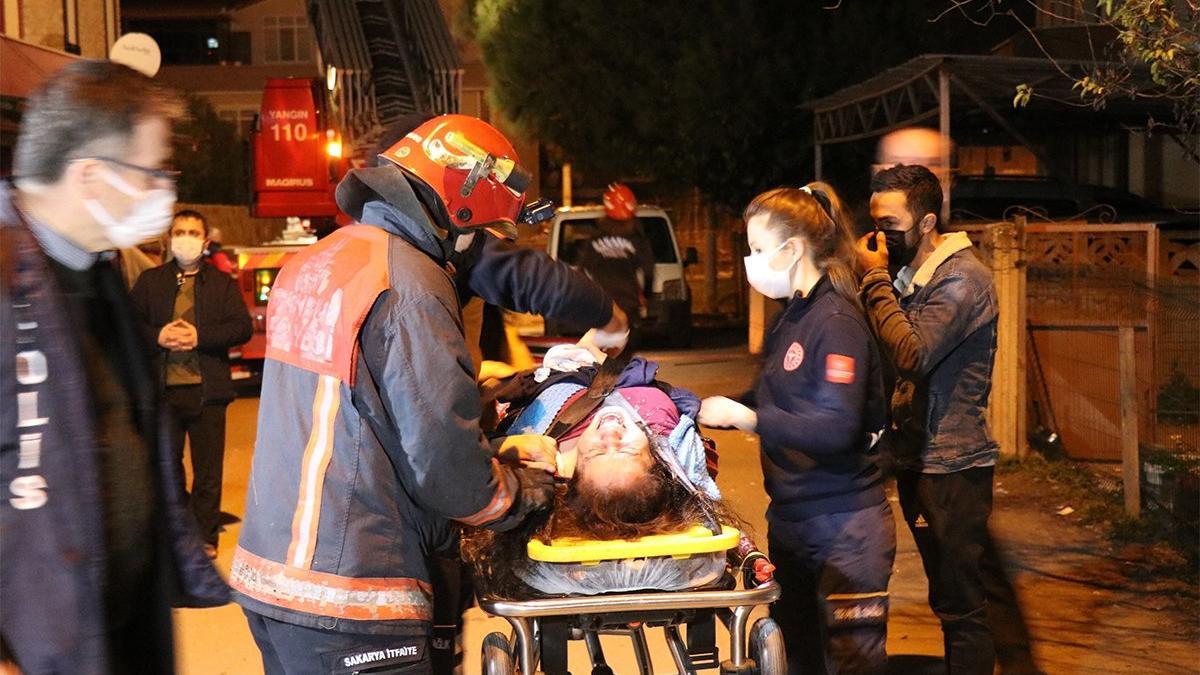 Sinir krizi geçiren kadın mahalleliyi sokağa döktü
