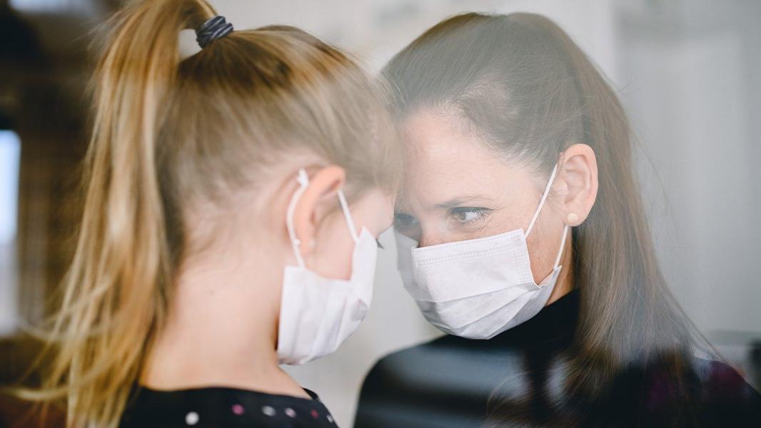Bilim Kurulu üyesi: Karantinadaki hasta, çocuğu ile aynı evde kalabilir