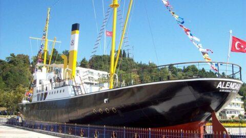 Kurtuluş Savaşı'nın efsane gemisine madalya veriliyor