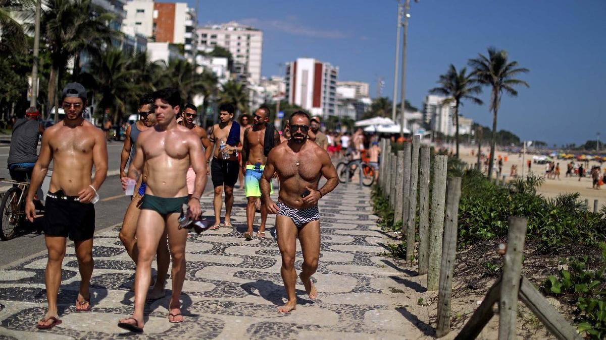 Brezilya'da akılalmaz görüntü... Ülke salgından kırılırken onlar plaja koştu