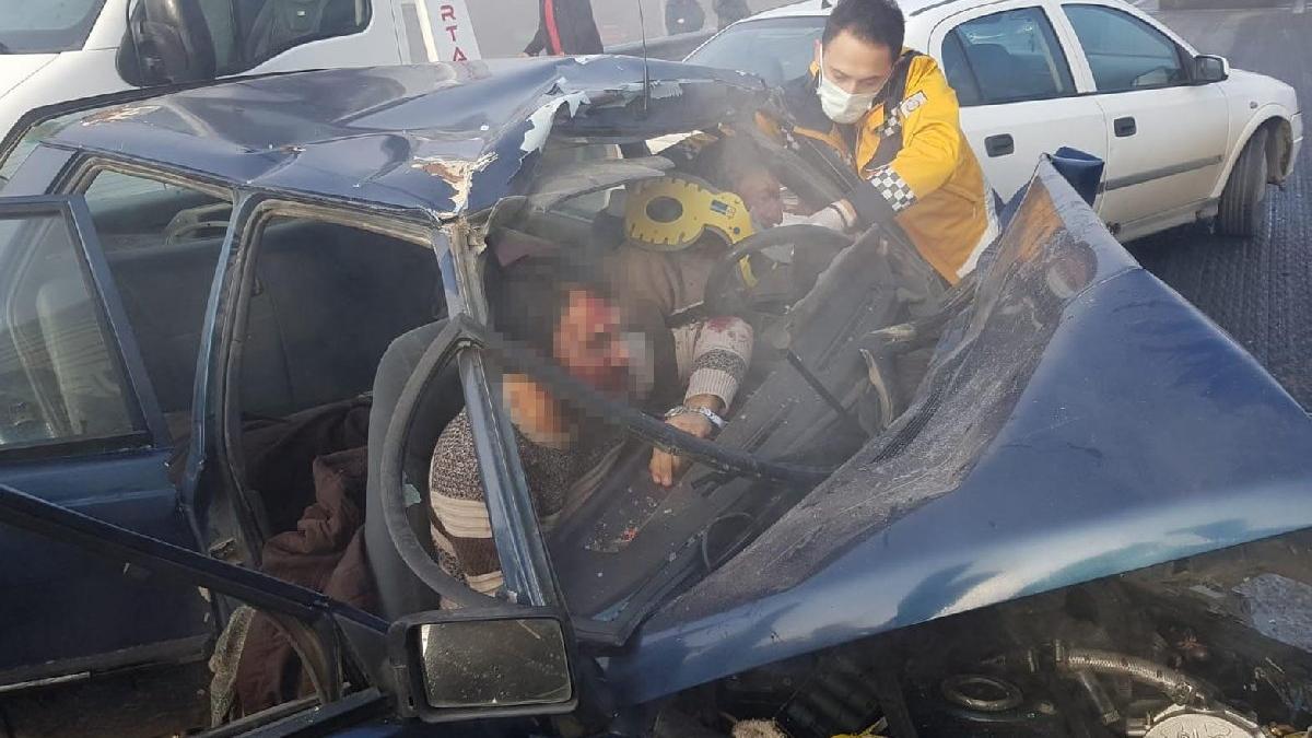 Zincirleme kazada baba oğul ölümden döndü
