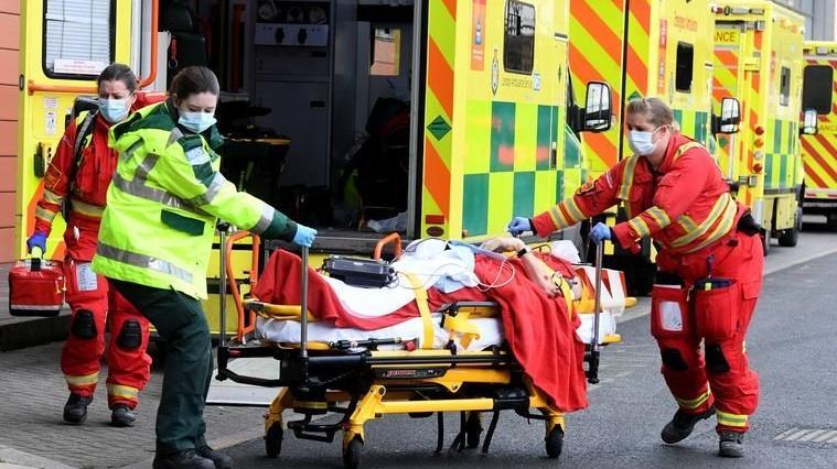 İngiltere'de son 24 saatte corona virüsten 1041 ölüm