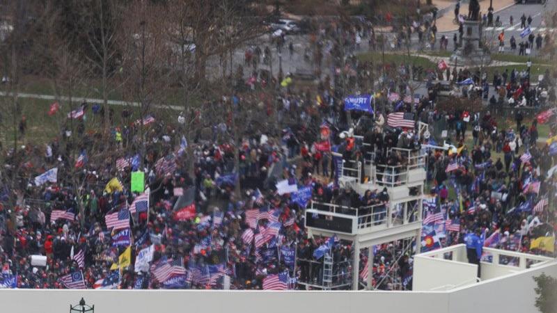 ABD karıştı! Eylemciler kongre binasını bastı