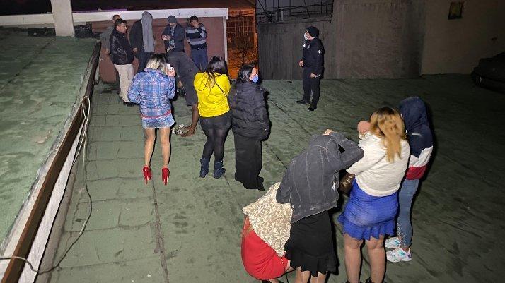 Eğlence mekanına corona baskını: Çatıda böyle yakalandılar