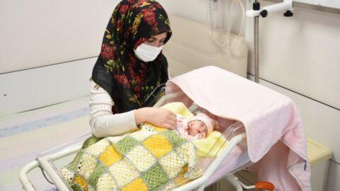 Mucize bebek, 142 gün sonra yaşama tutundu