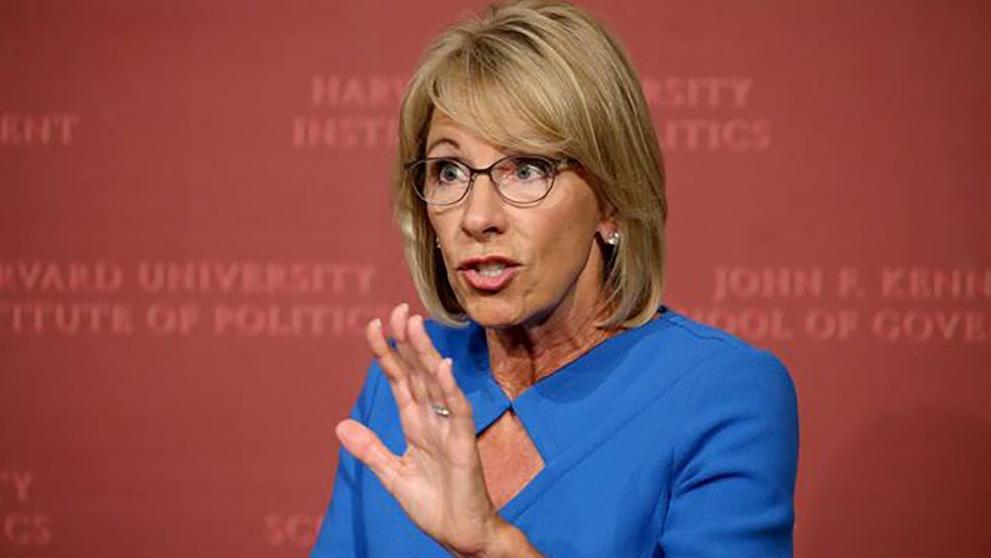 ABD'de istifalar ardı ardına... Eğitim Bakanı DeVos da bıraktı