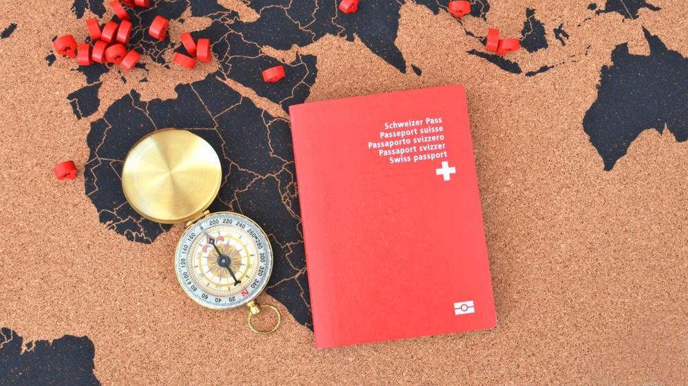 İsviçre vatandaşlarına İngiltere'ye girişte pasaport şartı