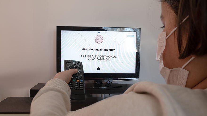 Kızını yalnız bırakmadı, EBA TV ile hayatı komple değişti