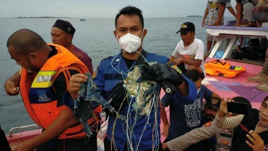 Endonezya'da uçağın düştüğü yer tespit edildi