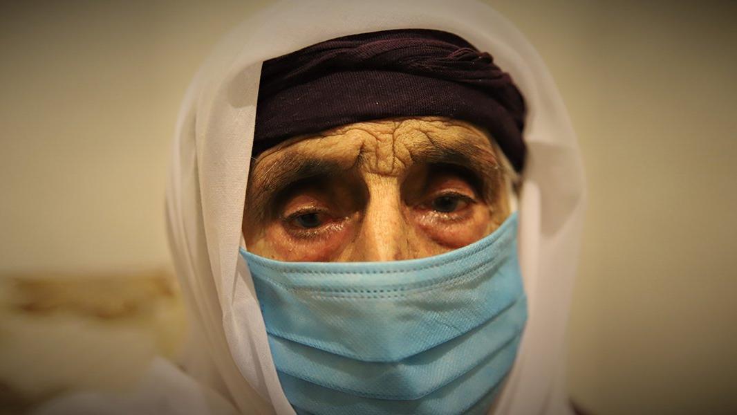 102 yaşındaki Şahide nine, Covid-19'u evinde yendi