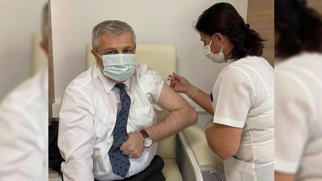 İl Sağlık Müdürü aşının 2. dozunu yaptırdı