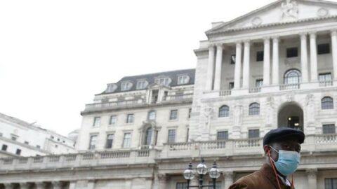 İngiltere'de salgınının başından bu yana en yüksek can kaybı