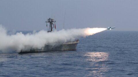 İran'dan yerli füzelerle gövde gösterisi