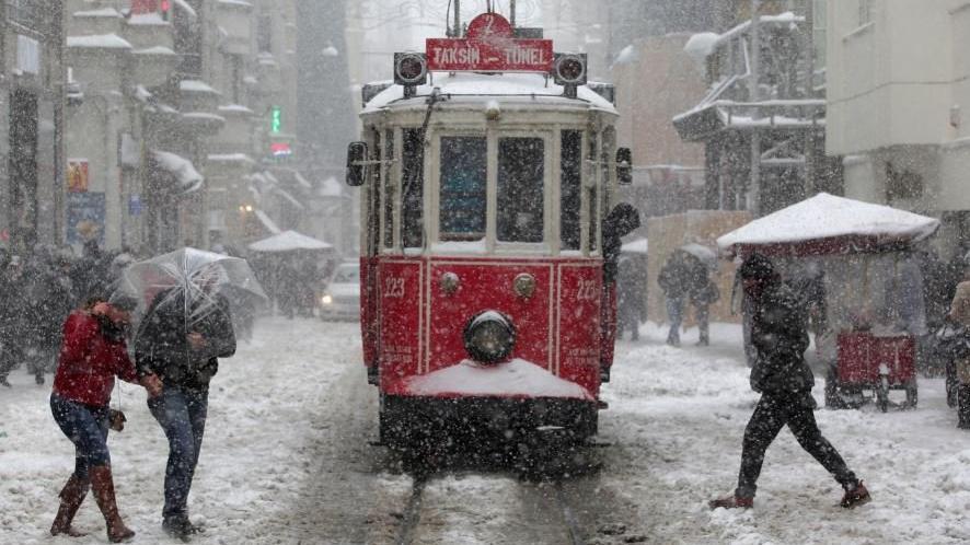 İstanbul'da karlı hava günlerce sürecek