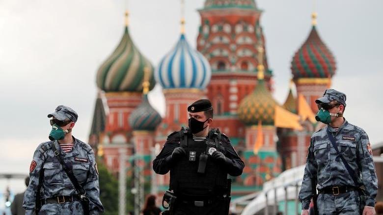 Rusya'da aşı olana maske takma zorunluluğu kaldırılıyor