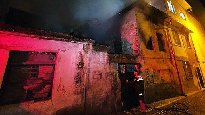 Metruk binada yandı: Hasar tespitinde erkek cesedi bulundu