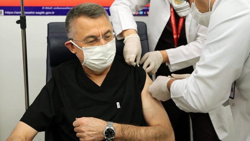 Cumhurbaşkanı Yardımcısı Fuat Oktay corona virüsü aşısı oldu