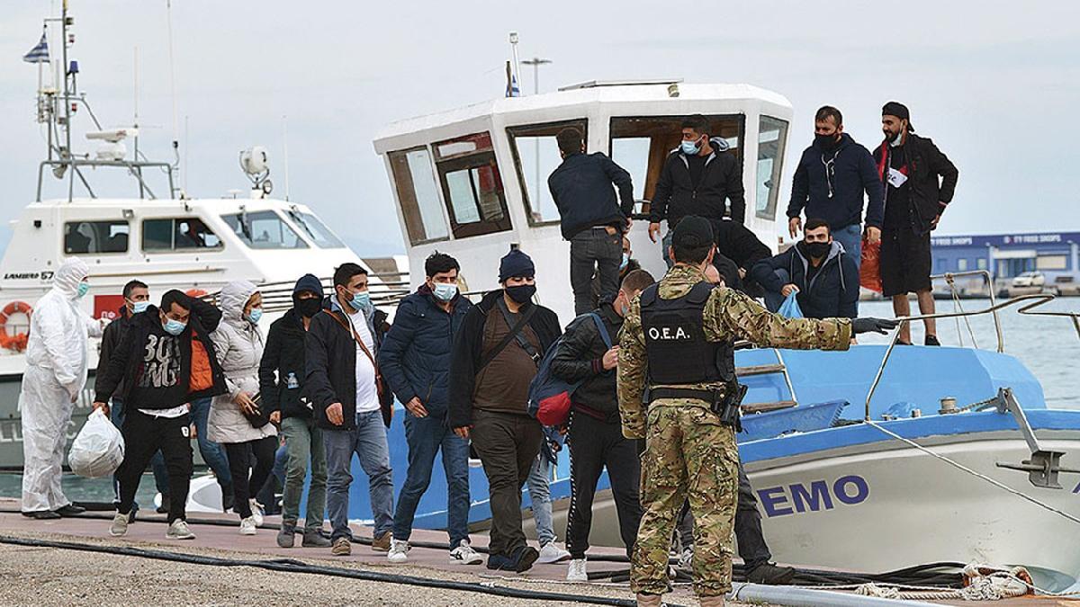 Yunanistan 2 bin FETÖ'cüye siyasi sığınma hakkı verdi