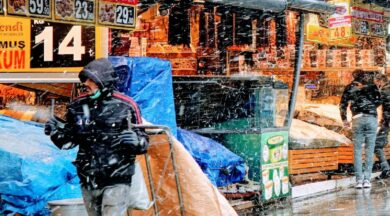Esnaf 'bir umut' dedi, turistler kar keyfi yaptı