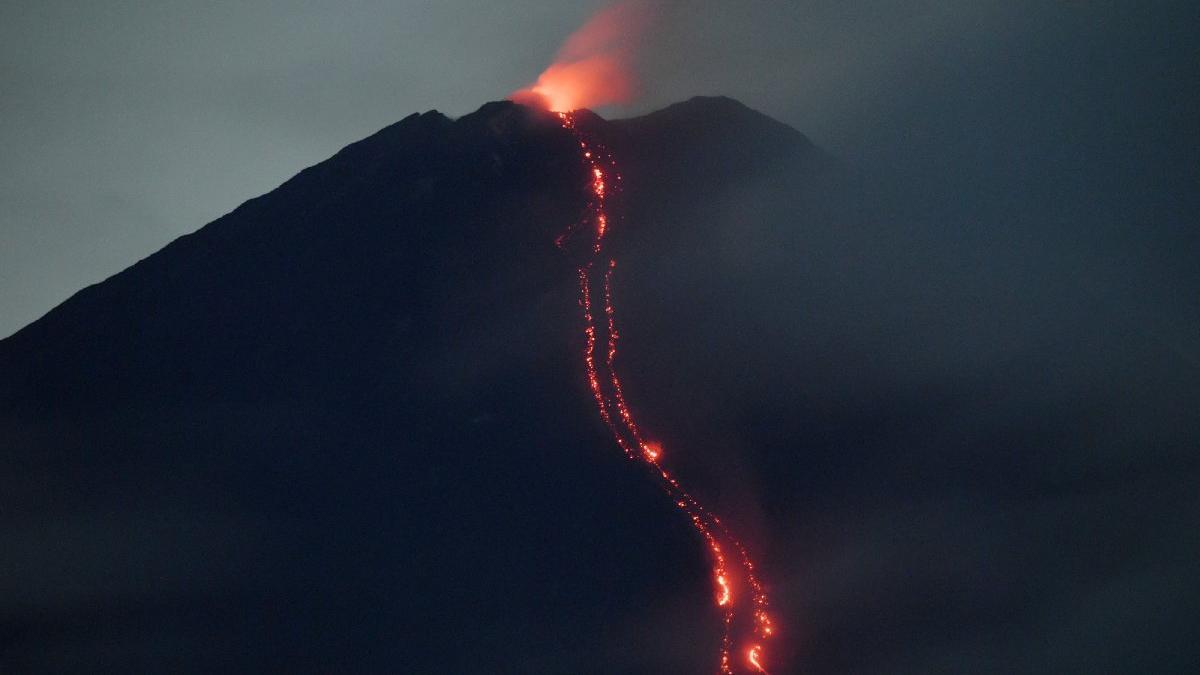 Kabusu yaşıyorlar: Uçak kazası ve depremden sonra şimdi de yanardağ