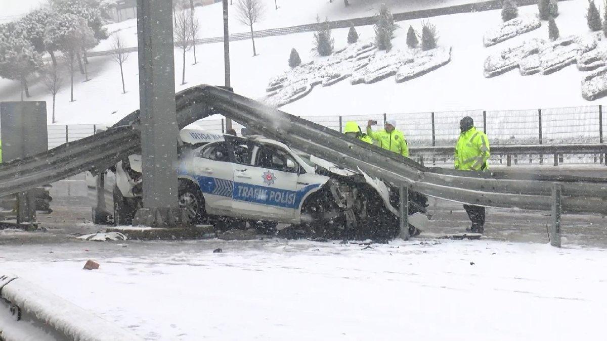 Sivil polis aracı trafik polisi aracına çarptı: Üç yaralı