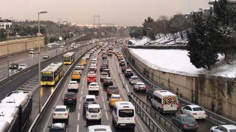 İstanbul trafiğinde yoğunluk yüzde 85'i aştı, trafik kilitlendi