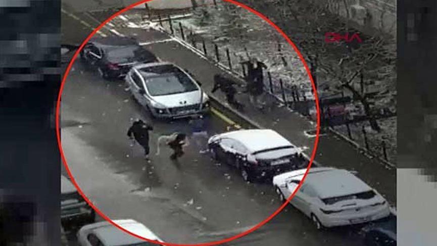 Selçuk Özdağ'a saldırı anı kamerada