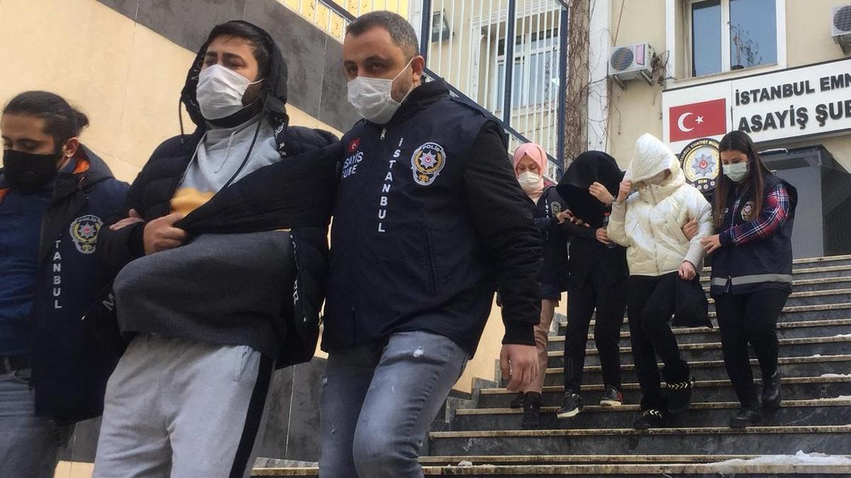 Mafya liderinin mezarı başında silahlı kavga: Bir ölü bir yaralı