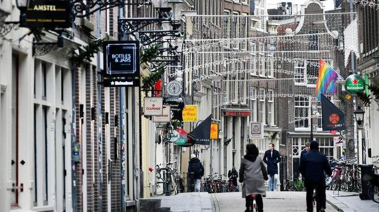 Hollanda'da ülke genelinde sokağa çıkma yasağı kararı