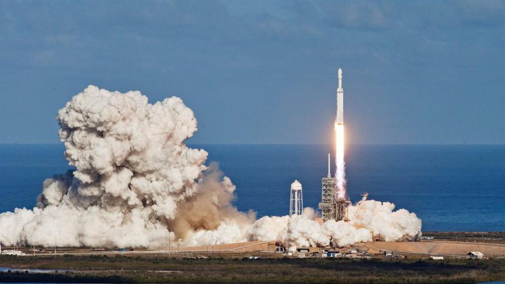 Elon Musk'ın uzaydaki uydu sayısı 950 oldu