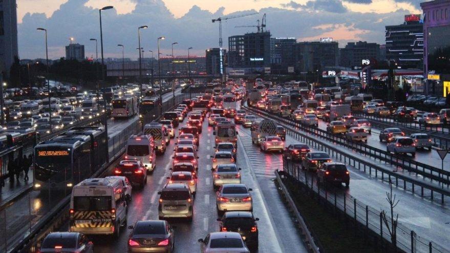 Kısıtlamaya saatler kala İstanbul'da trafik yoğunluğu