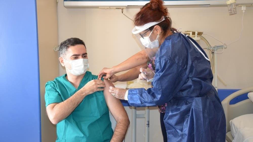 Türkiye'de de kullanılan corona aşısı ile ilgili dikkat çekici açıklama